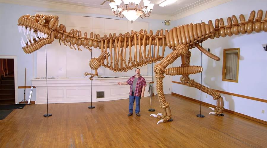 Dinosaurier aus 1.400 Ballons