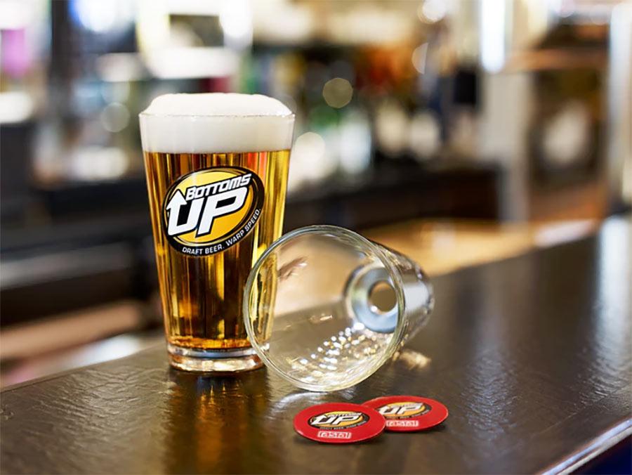 Der Beer Buddy schenkt euch Bier von unten ein beer-buddy-bottom-up_02
