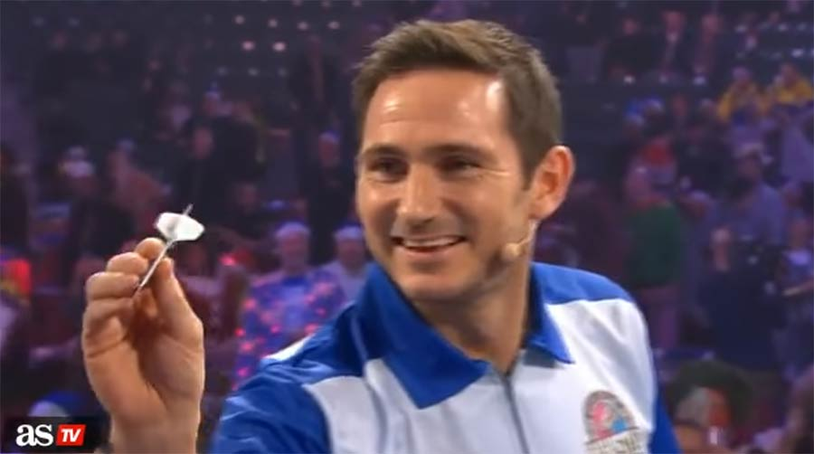 Frank Lampard spielt Dart