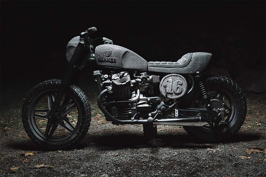 Motorrad aus Stein