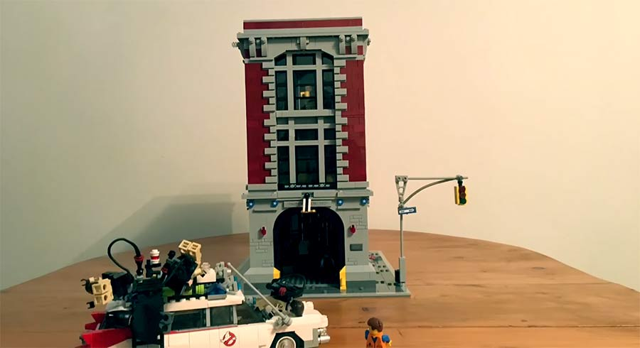 Stopmotion-Bau des LEGO Ghostbusters Feuerwache LEGO-Ghostbusters-Firehouse-Stop-Motion-Build