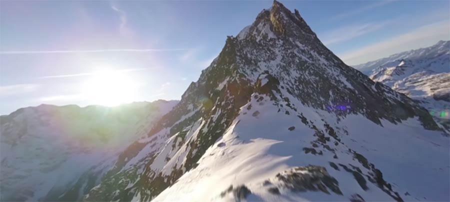 Mit Renn-Drohne über die Alpen fliegen