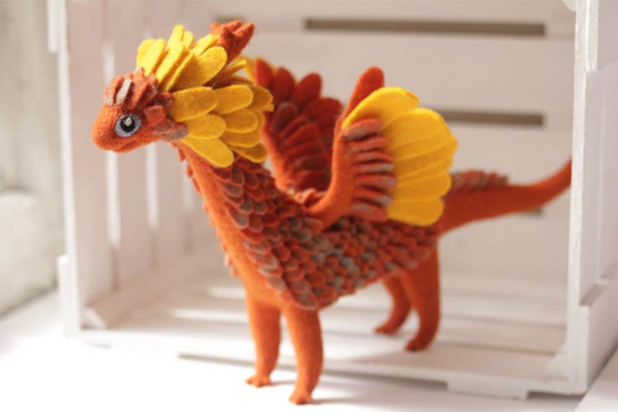 Liebevoll gestaltete Filz-Drachen felt-dragons_02