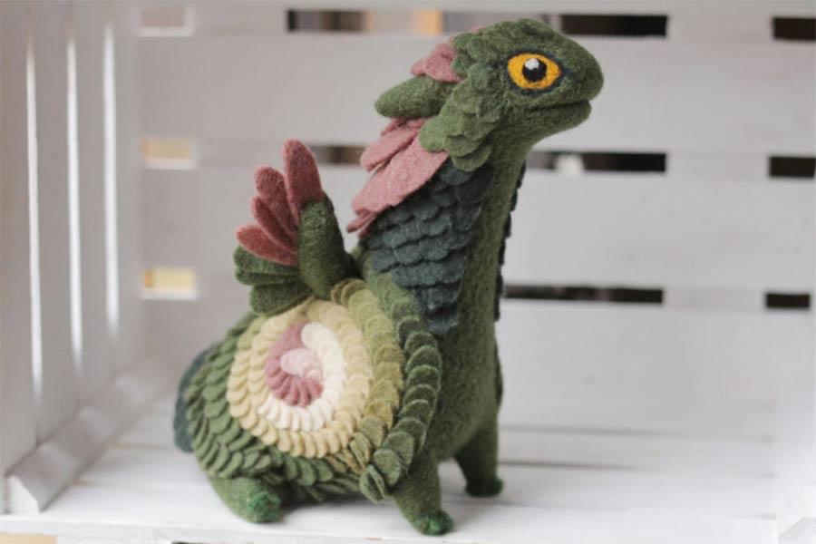 Liebevoll gestaltete Filz-Drachen felt-dragons_06