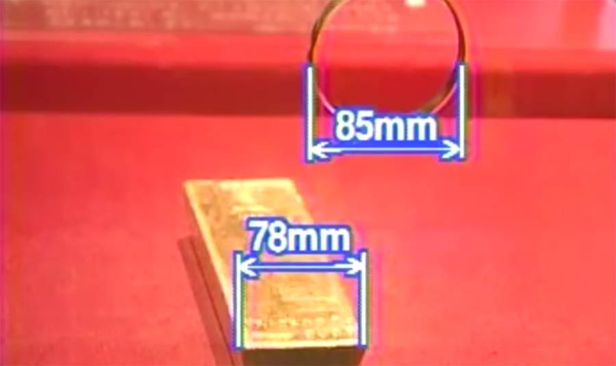 In Japan könnt ihr versuchen, einen Goldbarren aus einem Glaskasten zu holen goldbarren-japan