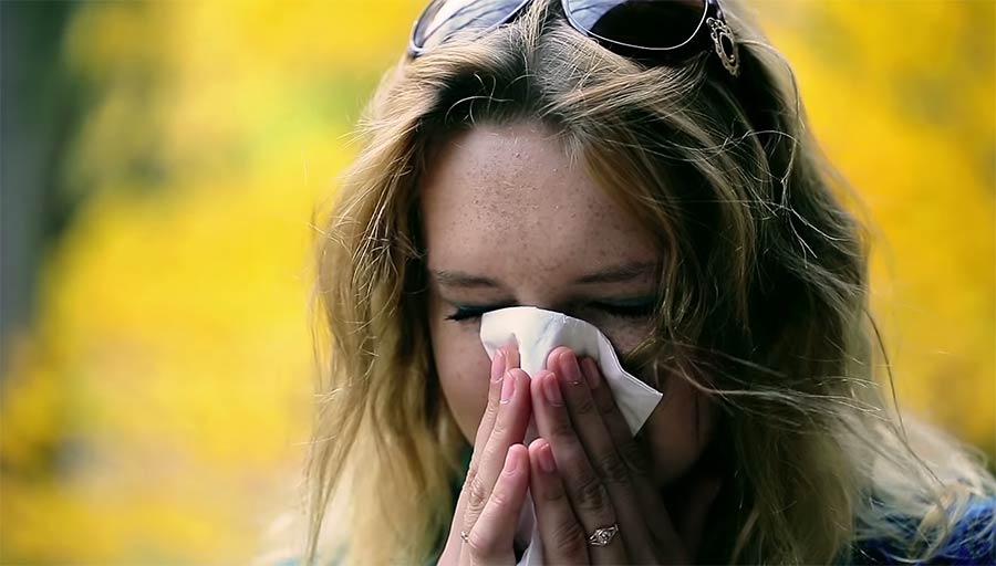 Wie weit fliegt eigentlich ein Nießer? how-far-does-a-sneeze-travel