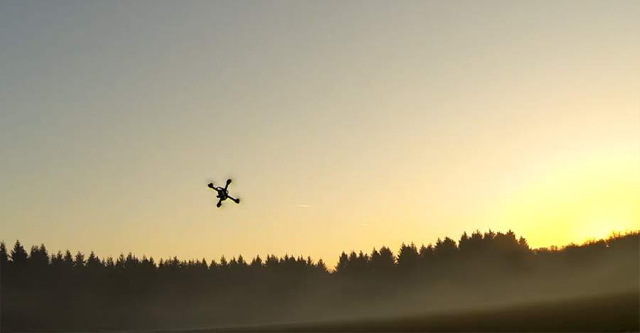 Krasses Handling einer noch krasser klingenden Drohne