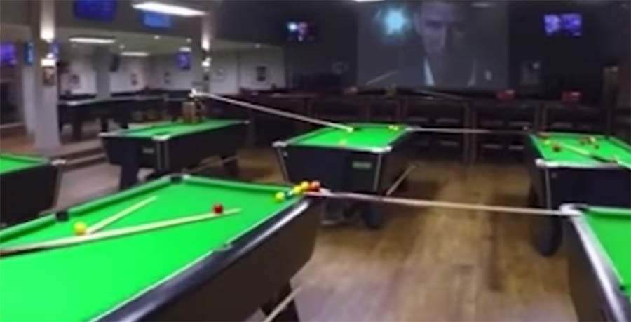 Kettenreaktions-Billard-Trickshot sports-bar-trick-shot