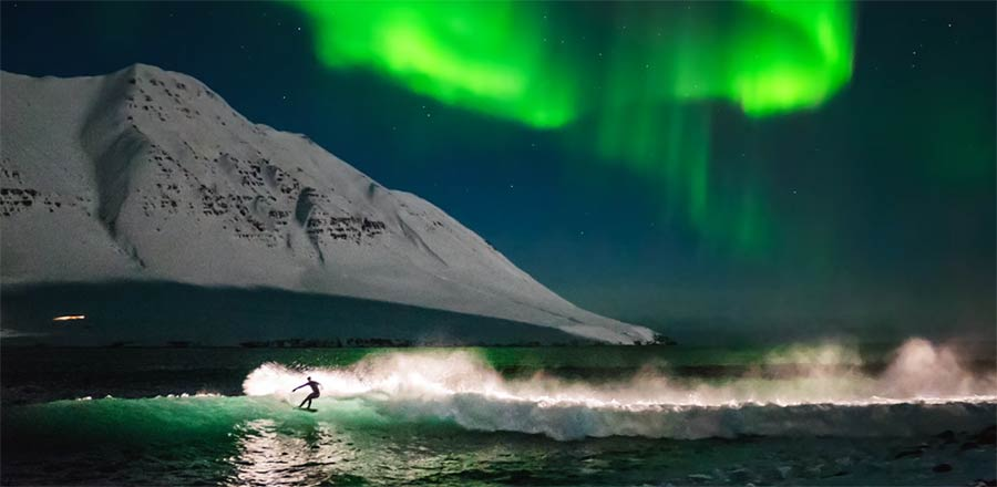 Unter den Nordlichtern Surfen surfing-under-northern-lights