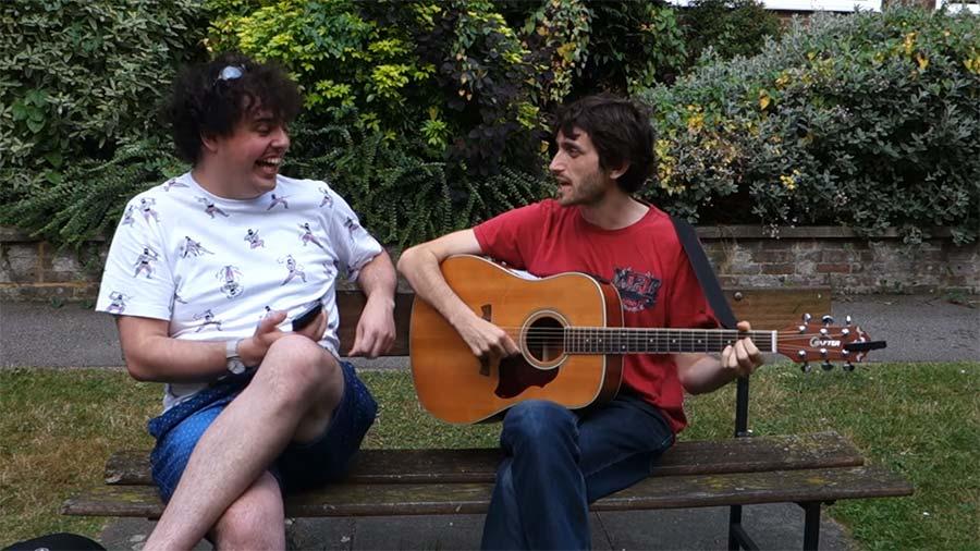 Eine Silbe daneben singen Singing-one-syllable-out-of-sync