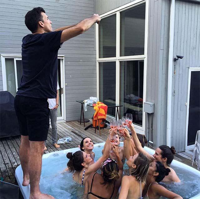 Voller Einsatz für das perfekte Social Media-Bild boyfriends-of-instagram_03
