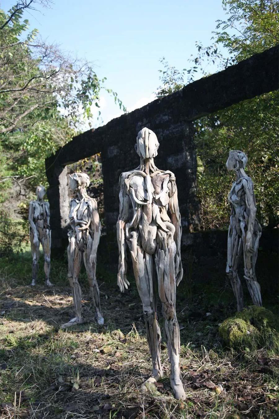 Figuren aus Treibholz driftwood-sculptures-Nagato-Iwasaki_05