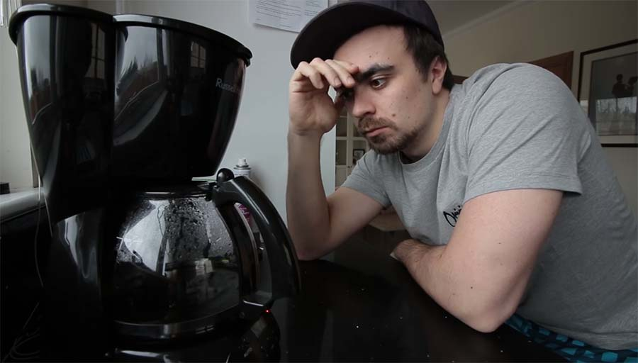 Mike Boyd lernt, seine Kaffeemaschine zu hacken mike-boyd-hacking-coffee-machine