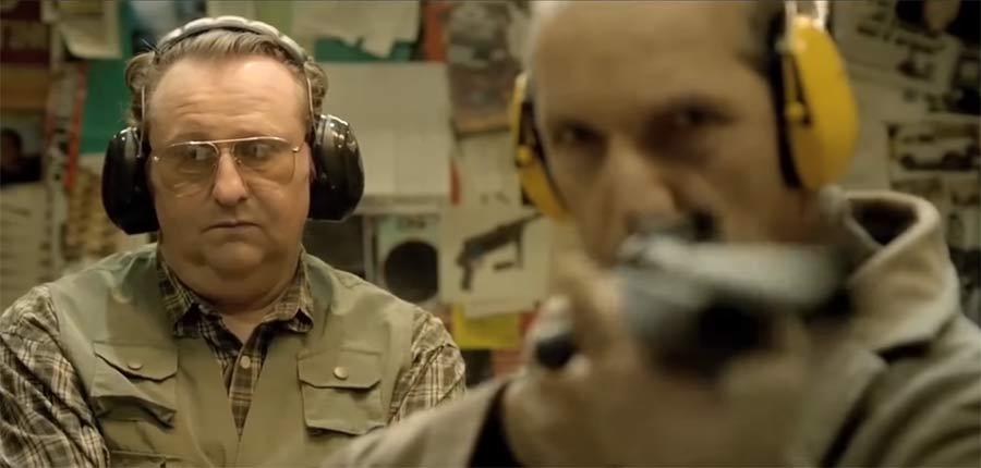 Zwei alte Männer am Schießstand old-men-at-shooting-range-1
