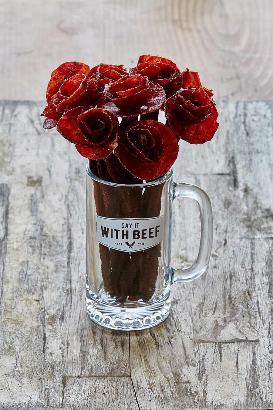 Lecker: Blumen aus Wurst say-it-with-beef-flowers_02