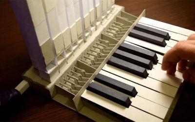 Mini-Orgel aus Papier und Luftballon