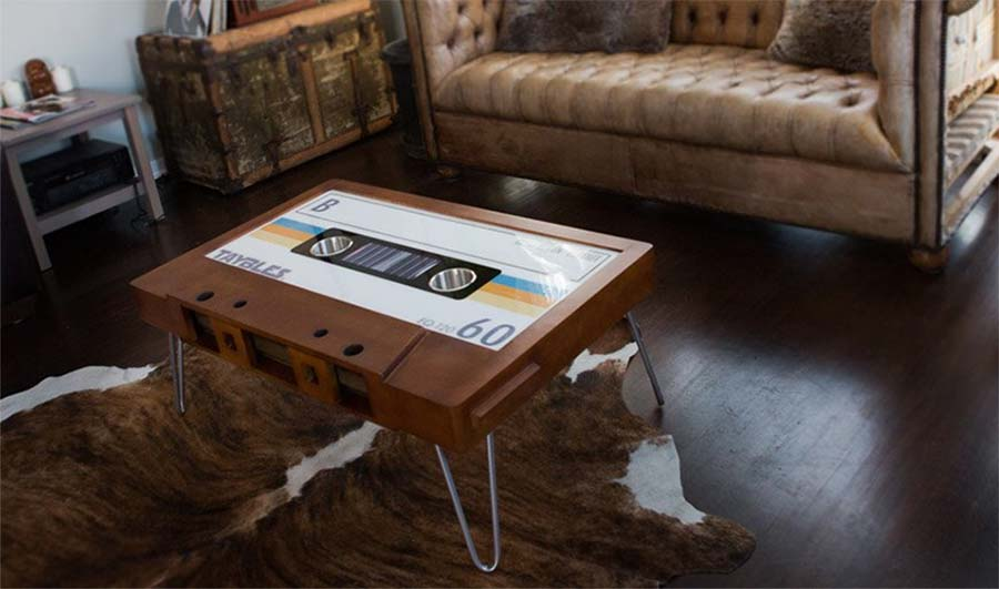 Musikkassetten-Couchtisch TAYBLES_tape-coffee-table_01