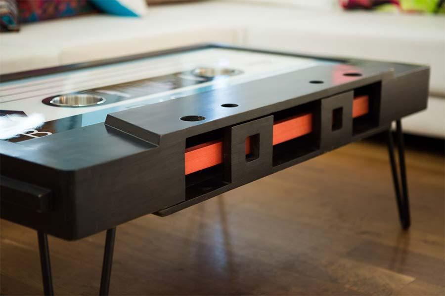 Musikkassetten-Couchtisch TAYBLES_tape-coffee-table_02