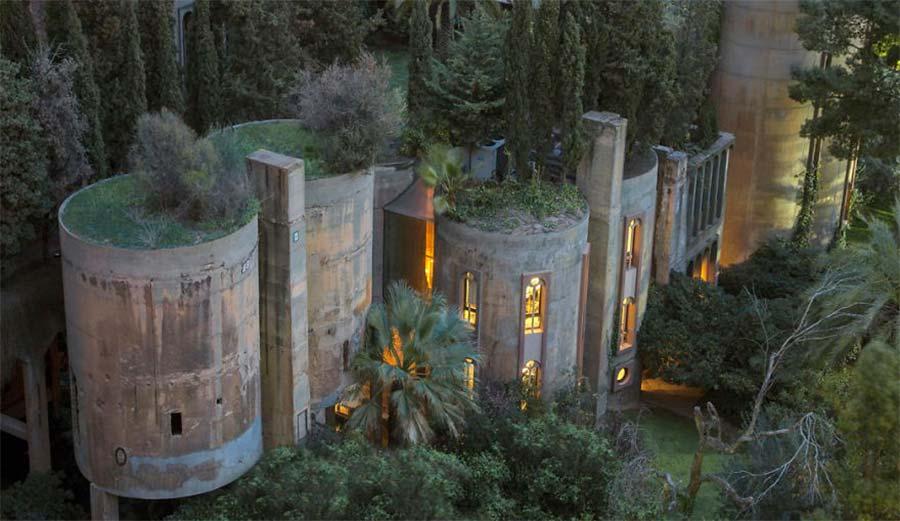 Villa aus alter Zementfabrik gezaubert la-fabrica-ricardo-bofil_01