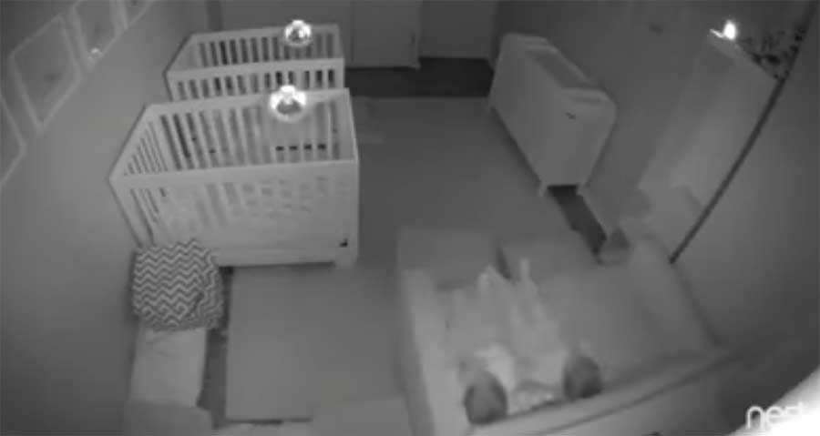 Das stellen zweijährige Zwillinge nachts an