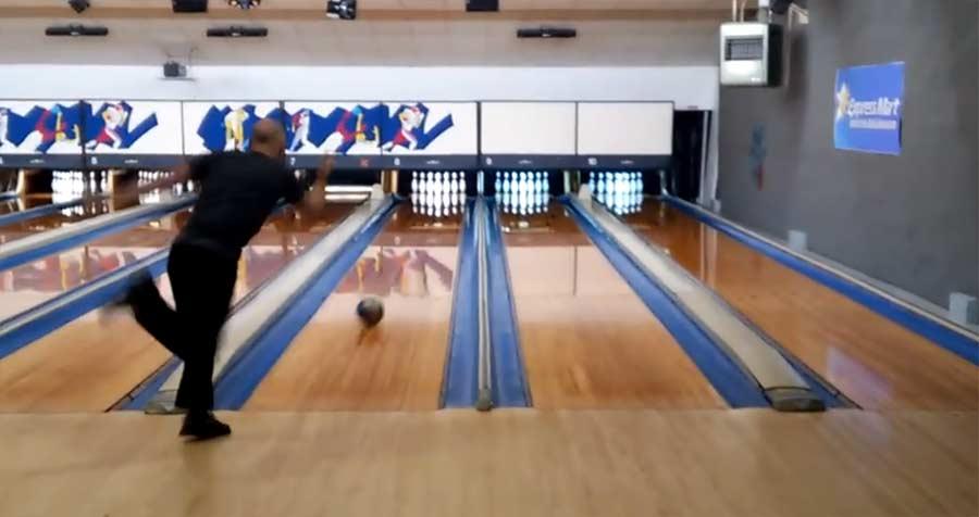 Weltrekord für das schnellste perfekte Bowling-Spiel Bowler-Ben-Ketola-sets-world-record-with-fastest-300-game