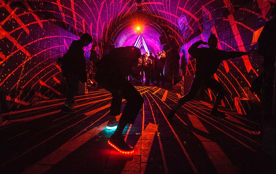 Düsterer Bahntunnel wird zur Überraschungsparty Desperados_Pass-the-Bass_Tunnel_01