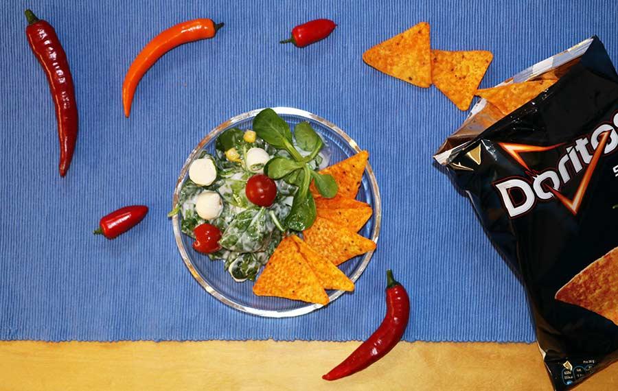 Wir haben uns zum Vier-Schärfe-Menü herausgefordert Doritos-sweet-chili-pepper-hot-challenge_04