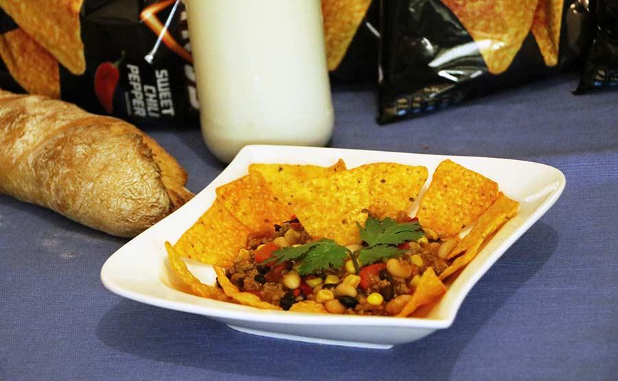 Wir haben uns zum Vier-Schärfe-Menü herausgefordert Doritos-sweet-chili-pepper-hot-challenge_11