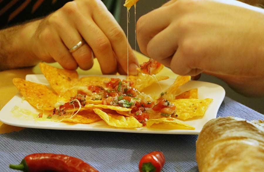 Wir haben uns zum Vier-Schärfe-Menü herausgefordert Doritos-sweet-chili-pepper-hot-challenge_15