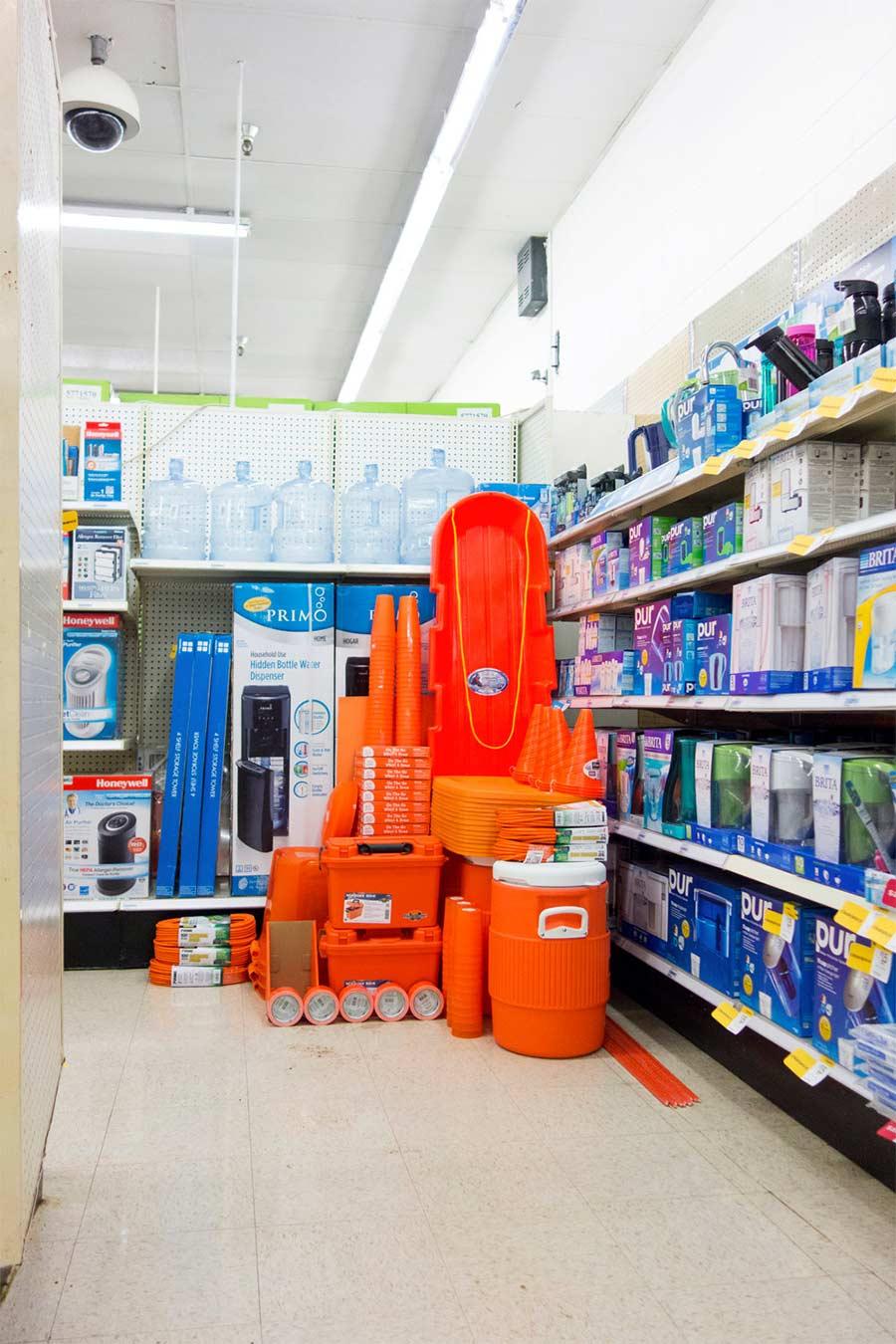 Im Supermarkt nach Farben sortieren Mass-Carson-Davis-Brown_05