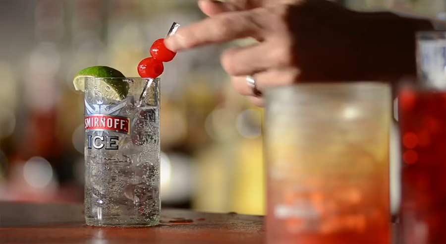Dieses Gadget lässt euch Gläser aus Flaschen schneiden