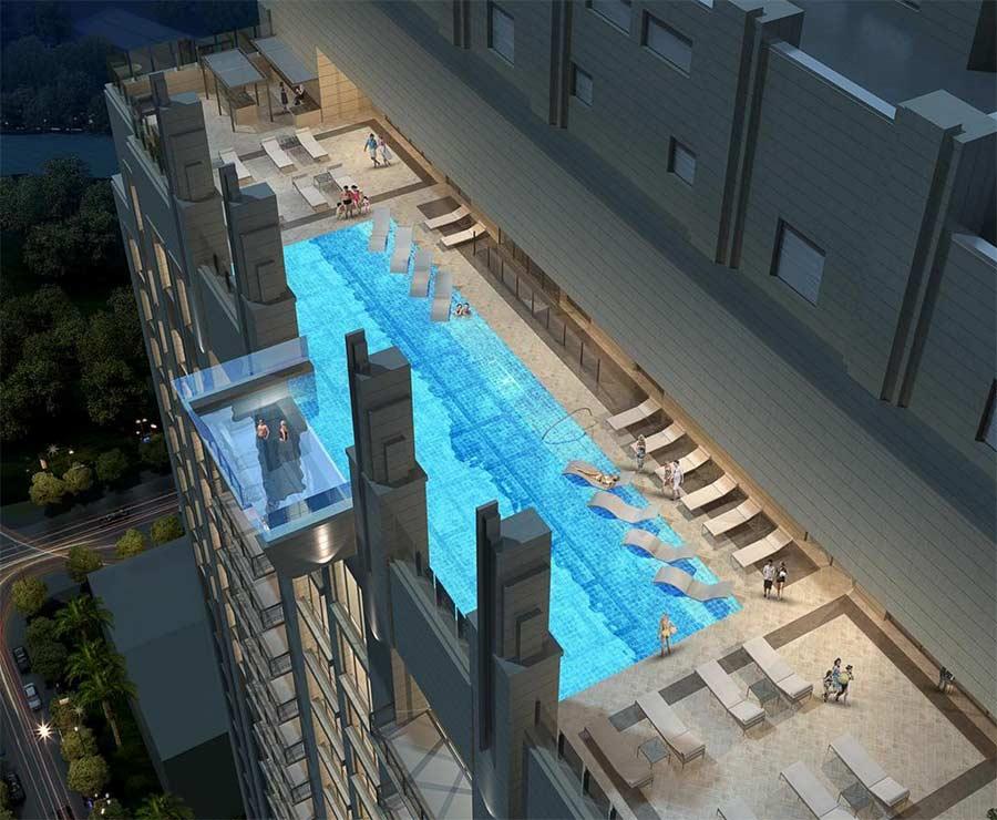 Vom 42. Stock über einen Glasbodenpool laufen glass-pool-skyscraper_06