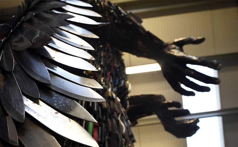 Der 'Knife Angel' stammt aus 100.000 sichergestellten Messern knife-angel_04