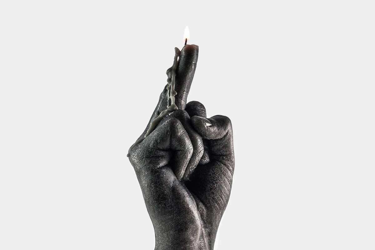 Mittelfinger-Kerze