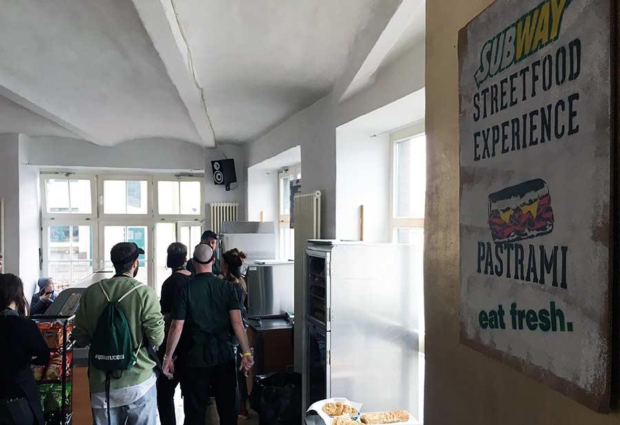 Street- trifft auf Sandwich-Art subway-streetfood-experience_12