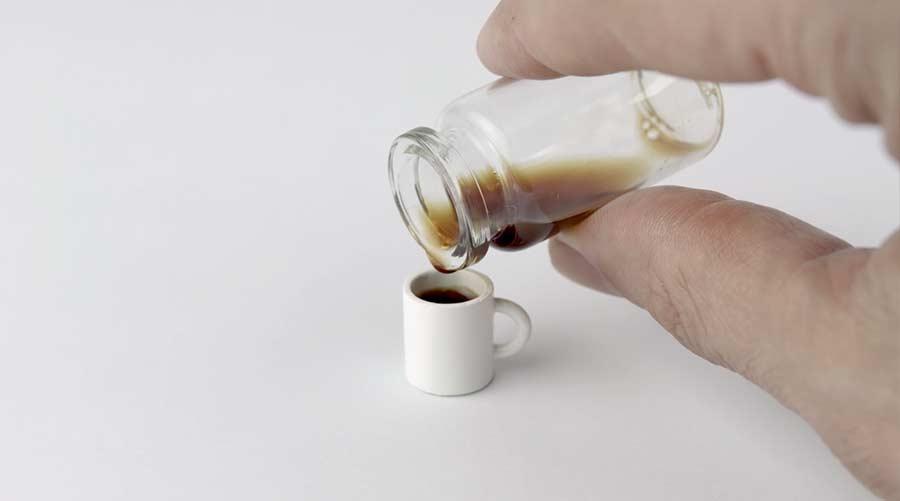 Kleinste Tasse Kaffee aus genau einer Bohne