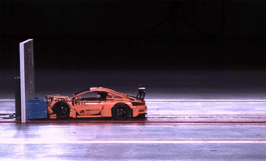Crashtest mit einem Porsche 911 aus LEGO