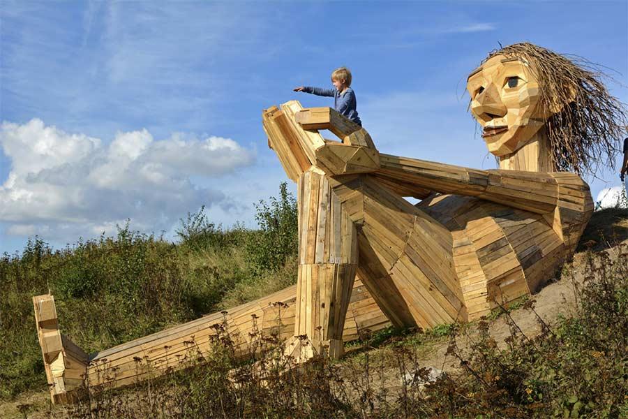 Fantastische Holzmonster im Kopenhagener Wald The-Six-Forgotten-Giants_03