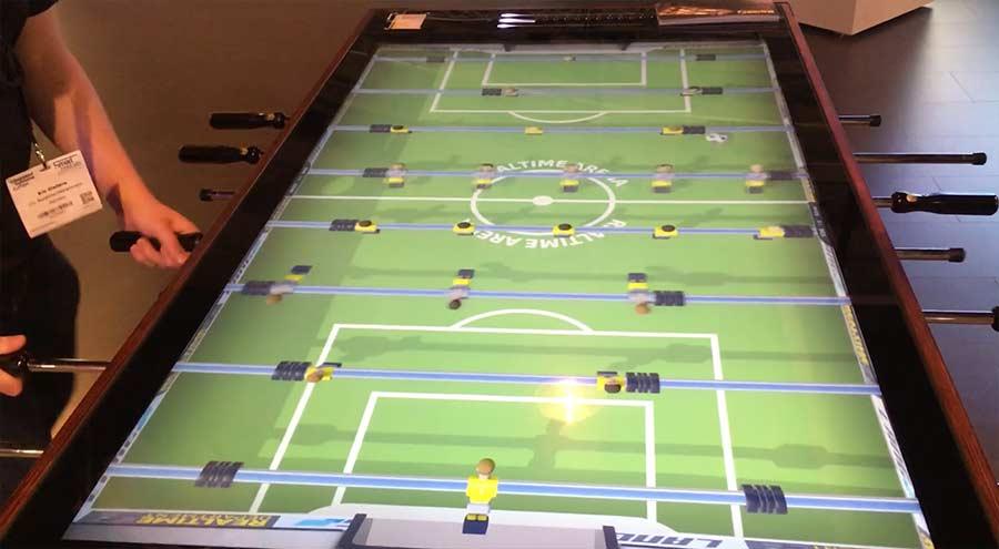 Kickern auf einem digitalen Spielfeld digitaler-kickertisch