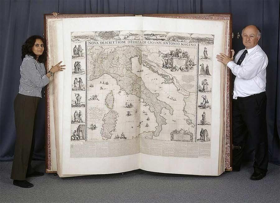 So wurde eines der weltgrößten Bücher digitalisiert digitalizing-The-Klencke-Atlas