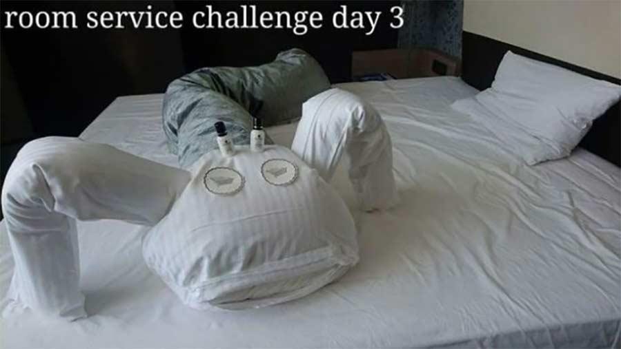 Kreative Bettmonster-Überraschungen eines Hotelgastes