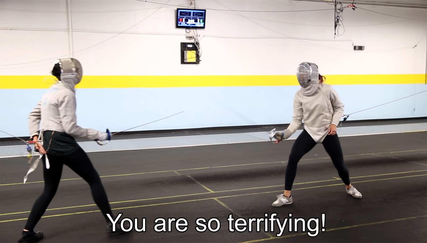 Normalos versuchen eine olympische Fechterin zu treffen