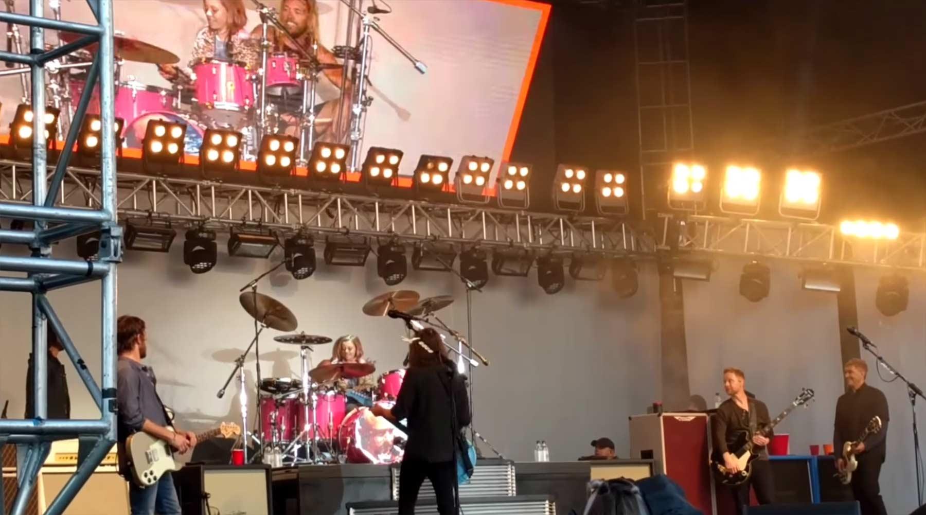 Dave Grohls 8-jährige Tochter spielt Schlagzeug bei den Foo Fighters dave-grohl-daughter-drums