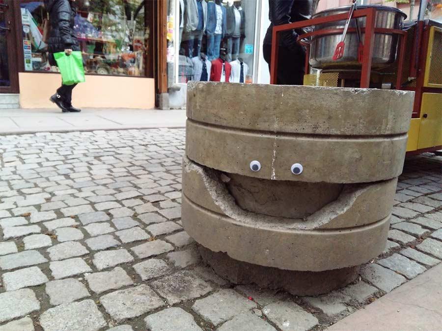 In Bulgarien trägt die Stadt Googly Eyes eyebombing_03