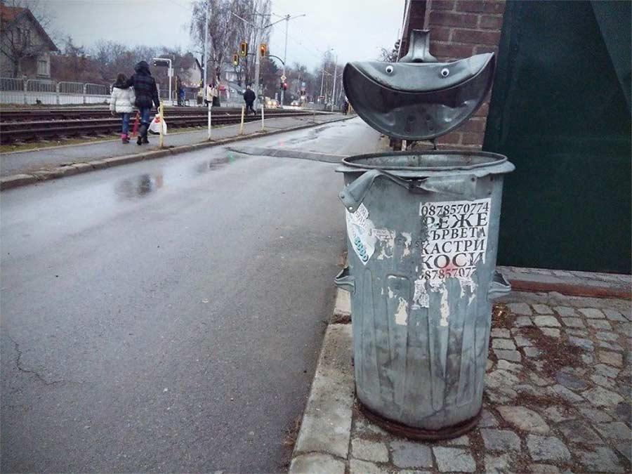 In Bulgarien trägt die Stadt Googly Eyes eyebombing_06