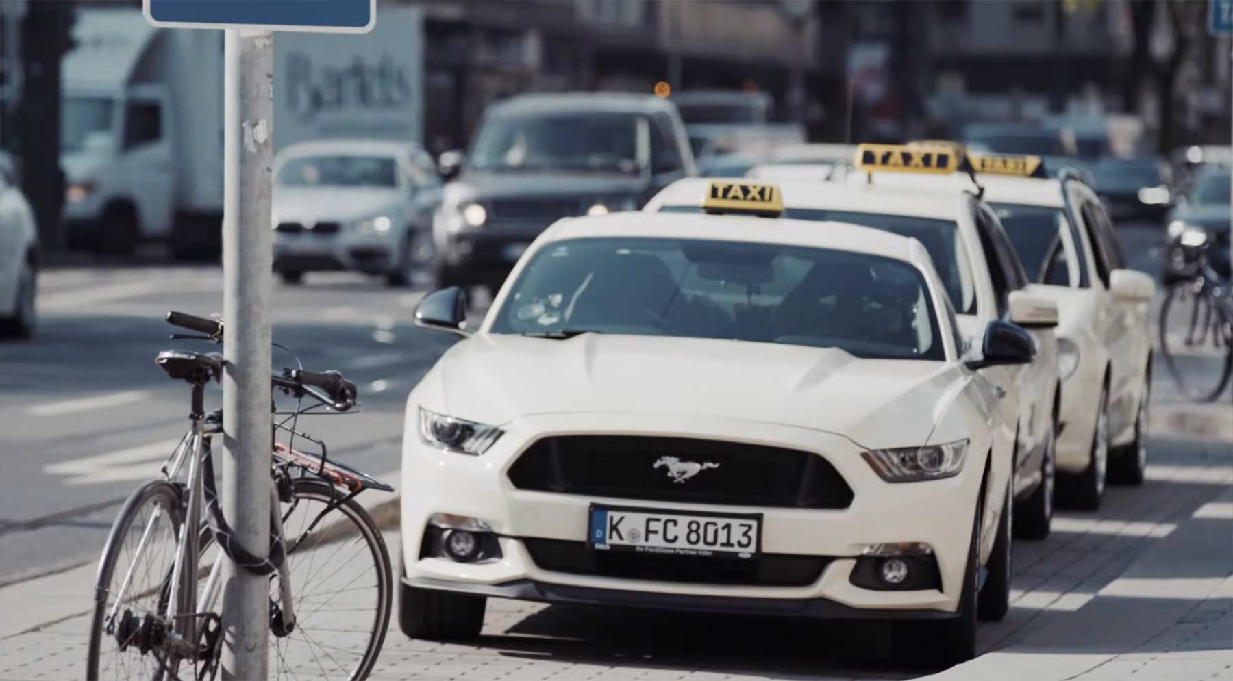 Ford Mustang Taxi überrascht Reisende mit 421 PS