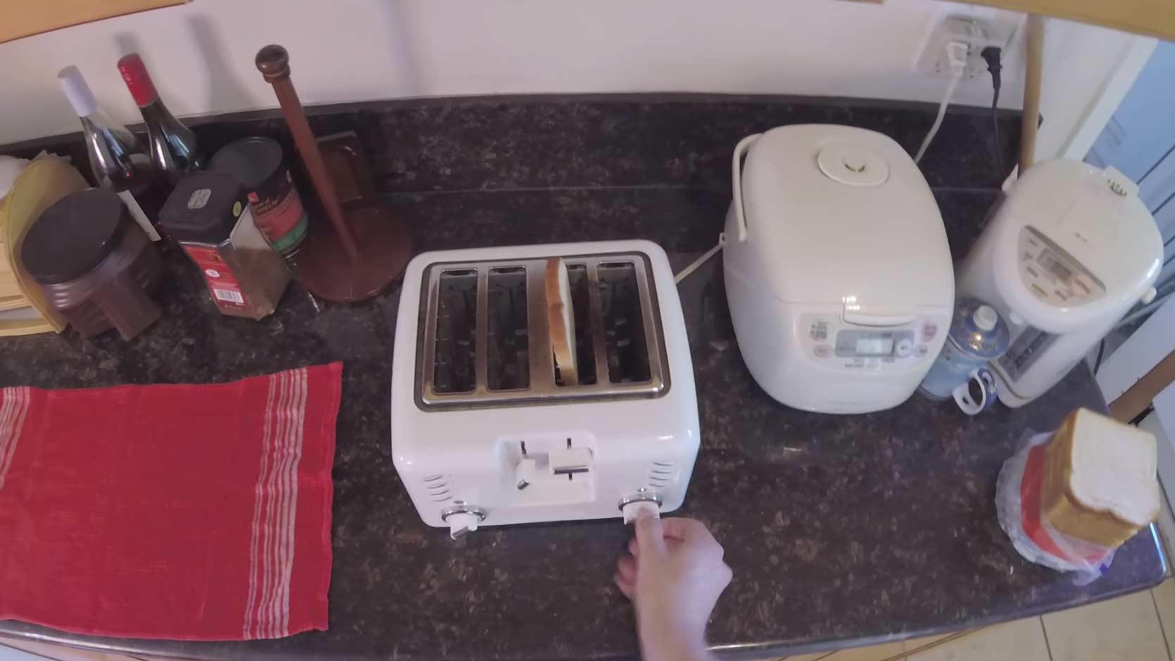 Die umständlichste Art, ein Brot zu toasten