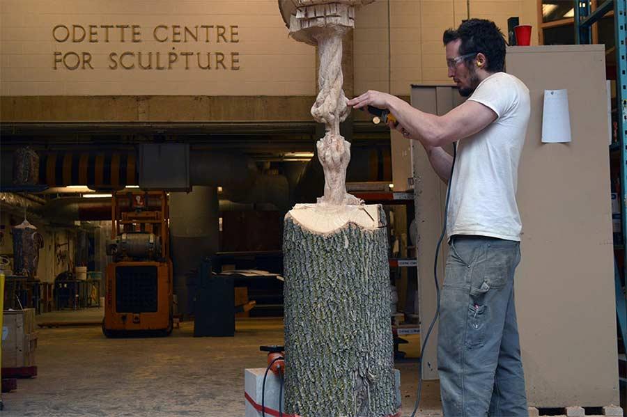 Dieser Baumstamm hängt am hölzernen Faden schrodingers-wood_05