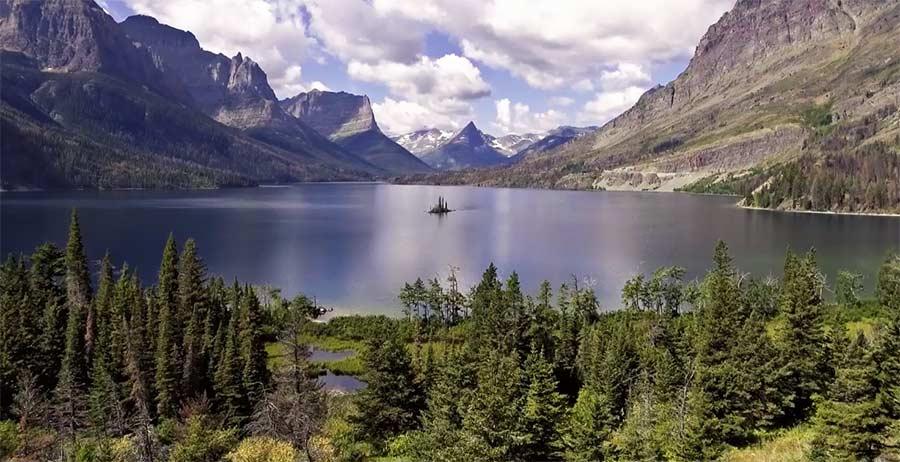 Mit der Drohne über die Rocky Mountains fliegen