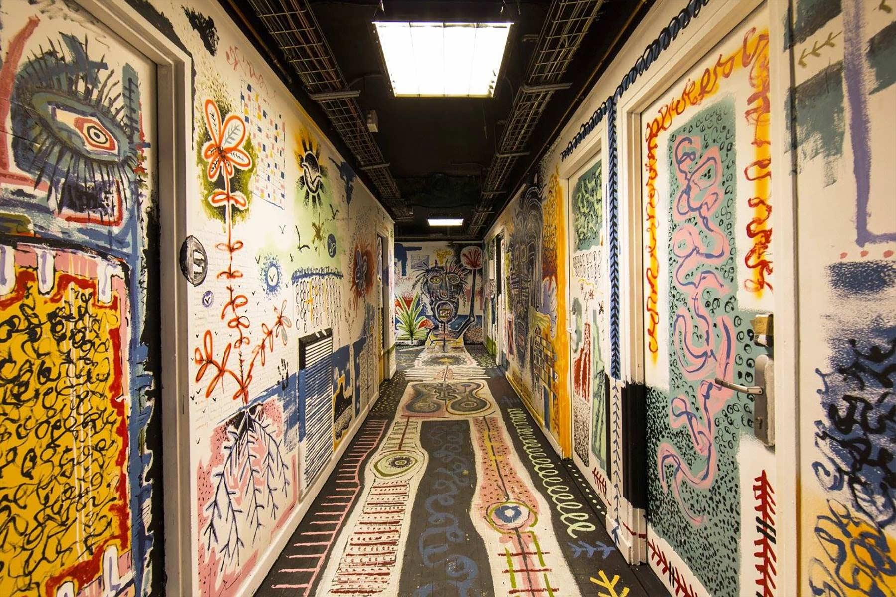 100 Graffiti-Künstler haben dieses Studentenwohnheim verschönert Cite-Internationale-Universitaire-Paris-Rehab2_13